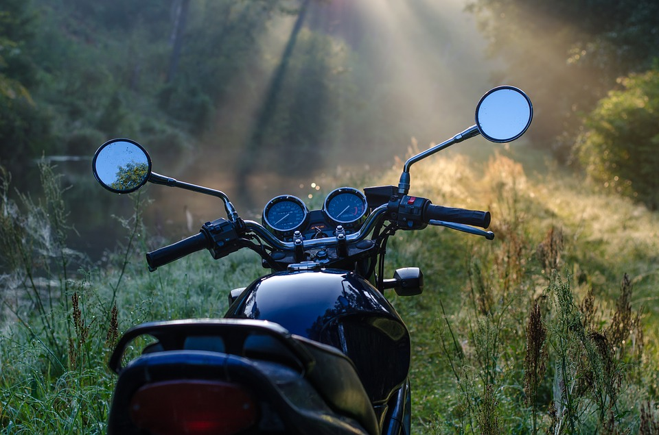 motorcycle-1953342_960_720